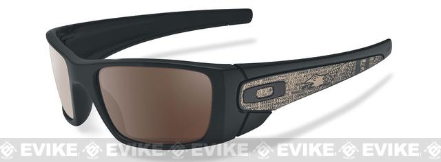 Oakley SI American Heritage Fuel Cell - Matte Black with Warm Grey Lense