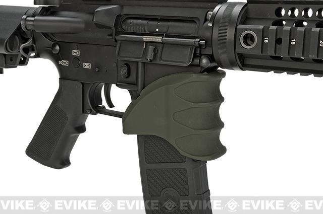 Bravo Polymer Ergo Magazine Well Grip for Airsoft M4 / M16 Rifles - OD Green